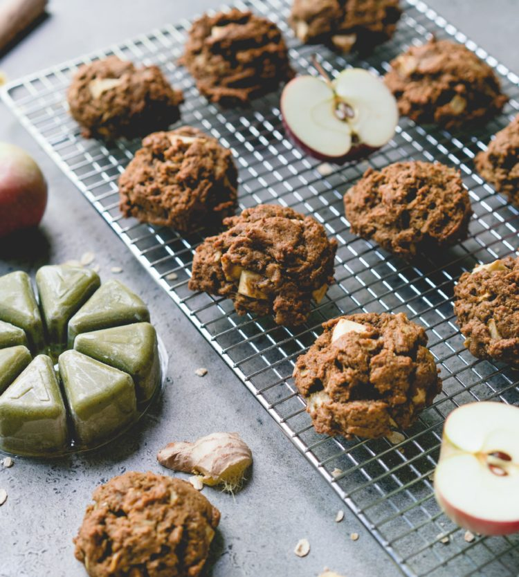 Molasses cookies, with apples and Evive Smoothie Pure
