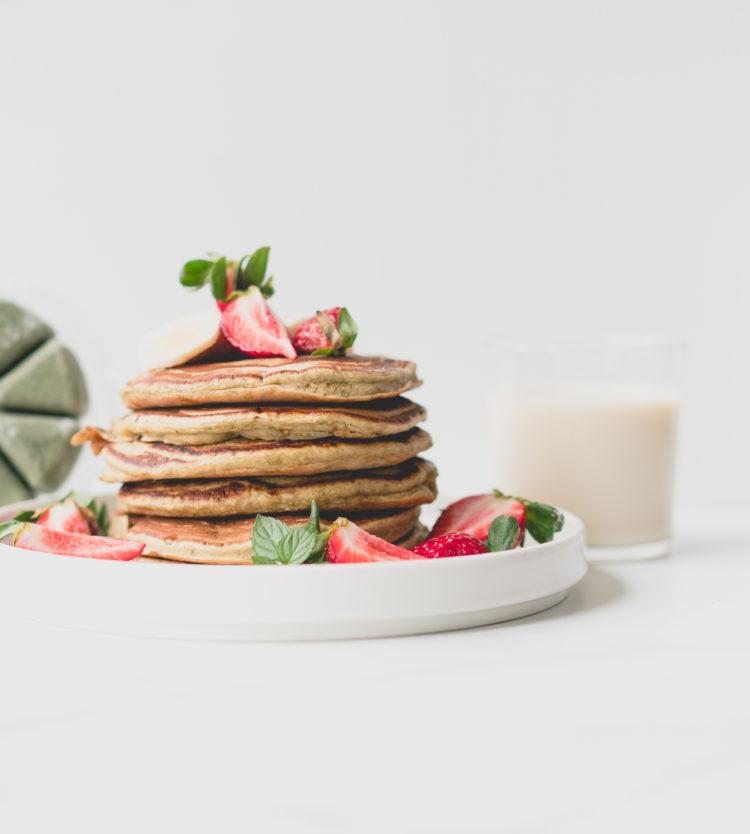 Evive Yogi smoothie pancake with Veggemo milk